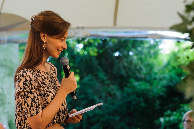 Een ceremoniespreker aan het woord: Merveil