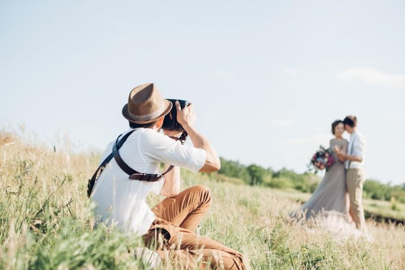 22 vragen die je moet stellen aan je trouwfotograaf