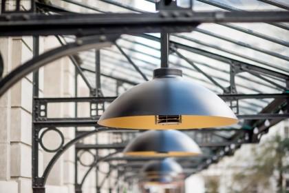 Innovatieve locatie 'De Serre' integreert horeca-lab, restaurant en eventlocatie.